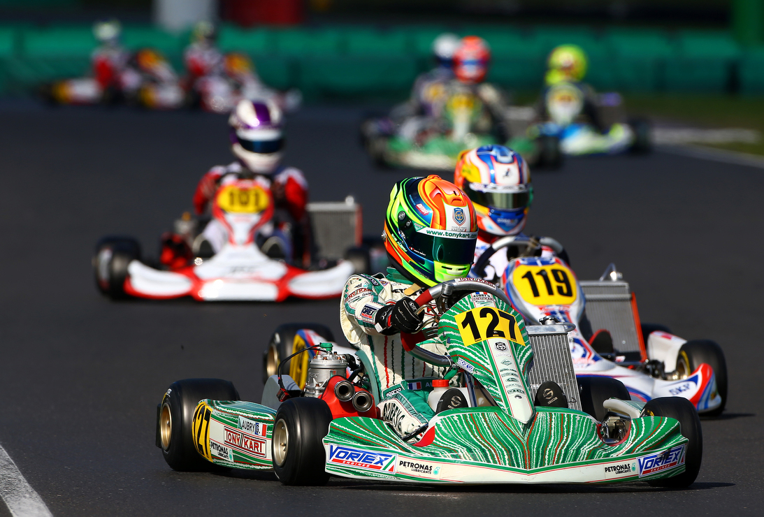 piste karting essay Circuit international du grand ouest essay, aunay  la piste dans cette catégorie   ouest karting] that this weekend the 10 h of essay (2 x 5 h) with the .